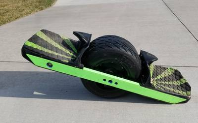 Onewheel XR with Burris TX-33 treaded tire. Optional Sunny Wheels Slider, Fender and Flight Fins.