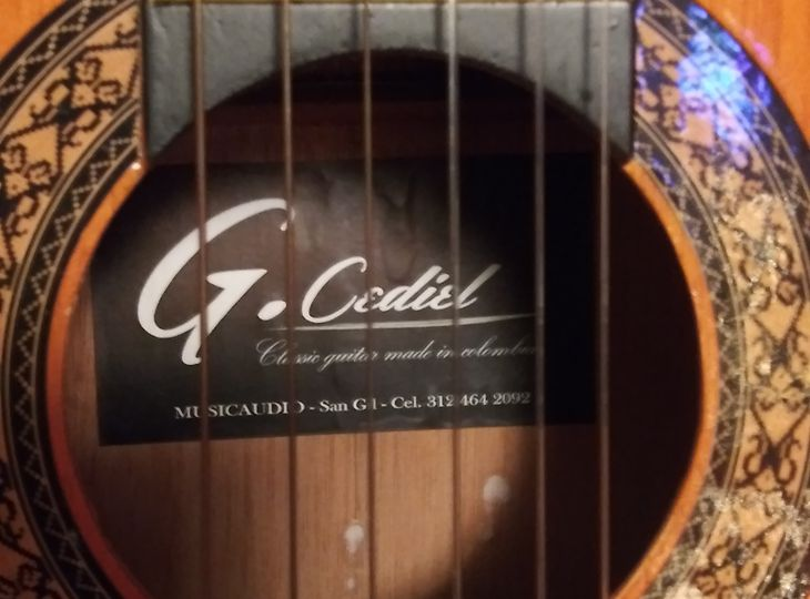Acoustic Guitar from Colombia /great sound