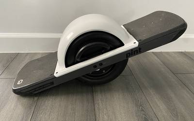 OneWheel Pint with White fender. Low miles.