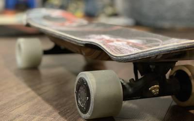Bustin Boards Yoface Hybrid Electric Skateboard