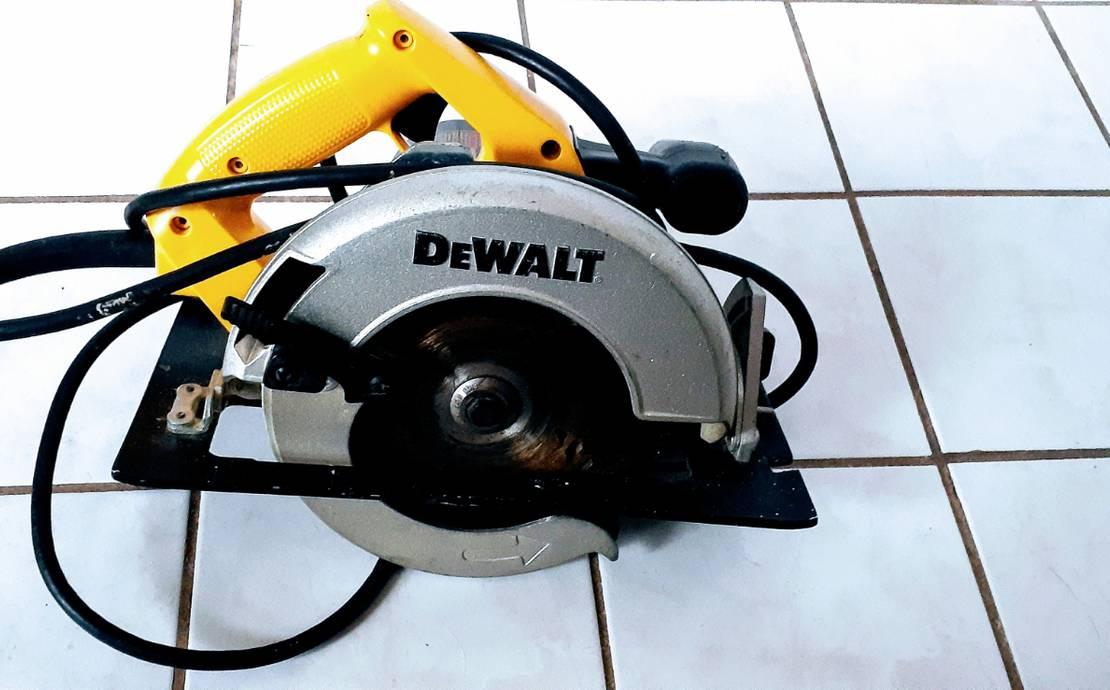 Dewalt Corded Circular Saw -  7 1/4  15 AMP
